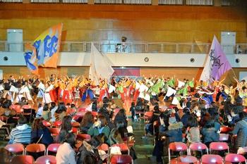 たくさんのYOSAKOIチームによる総踊り