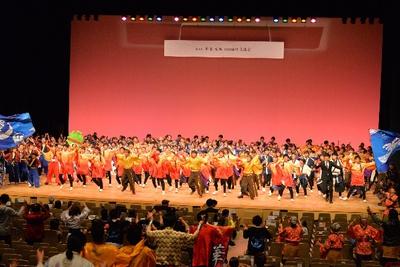 観客の皆様も加わり総踊り「乱舞」