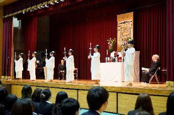仏教青年会委員の学生による「献灯の舞」