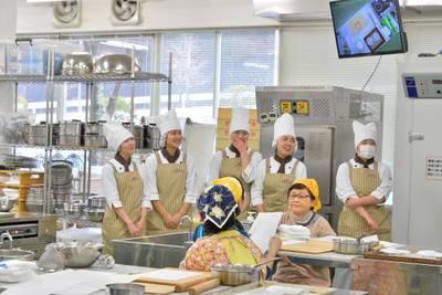 今日の協力学生は製菓系1年生、5名です