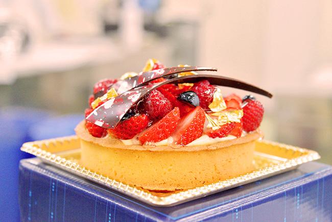 チョコと金箔の絶妙なフルーツタルトを眼で味わってください!