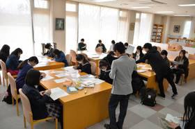 司書・公務員系にも大勢が参加して模擬授業