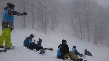 初日 降り積もる雪の中でもがんばりました