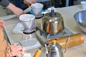 料理用はかりの上に置いて正確に差す湯量を計量