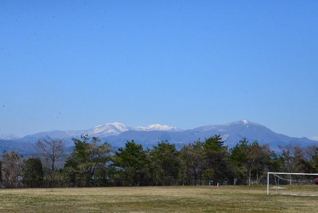 泉ヶ岳の雪も頂上を残すのみ