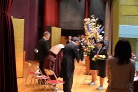 学生代表による献花