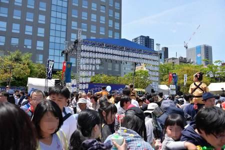 市民広場、人で溢れかえっていました