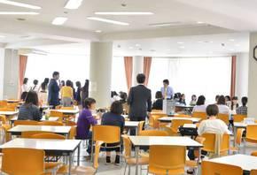 在学生との懇談会も皆さん笑顔でした