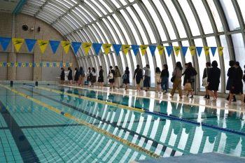 温水プールでは幼児体育で使いますとの説明に大喜び!