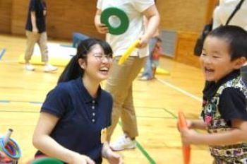 子どもも学生も、笑顔がたくさん!