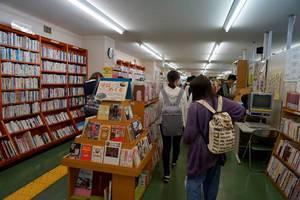 小規模な図書館ですが工夫し各分野を網羅しています