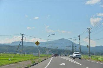 泉ヶ岳も暑さで少し霞んで見えます。