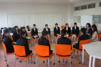 グループに分かれて懇談会。