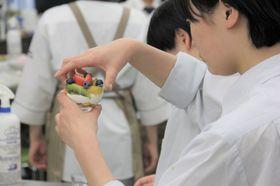 製菓系はフルーツ・パフェに挑戦!