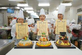 10/4マジパン製作では製菓系から3名表彰