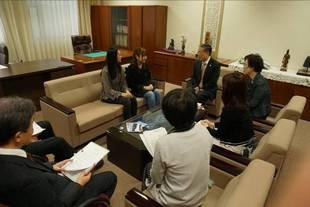 学長室で開催された報告会