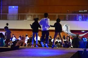 高校生や児童も加わった総踊り