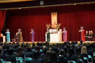 仏教青年会委員でお釈迦様に献灯