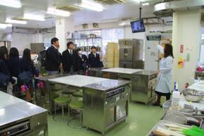製菓実習室、プロ仕様の石窯もあるよ!