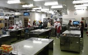 各班に分かれて調理スタート