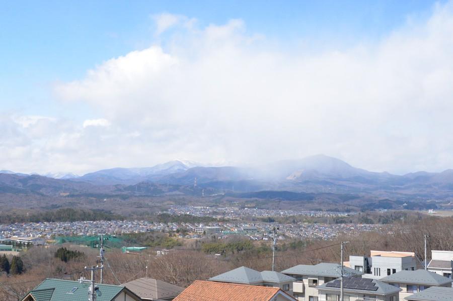 屋上から見た泉ヶ岳、風で寒むそー!