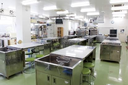 ③製菓実習室