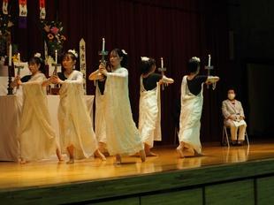仏教青年会委員による「献灯の舞」