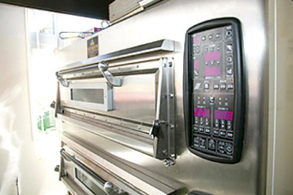 「製菓実習室」などの充実した設備