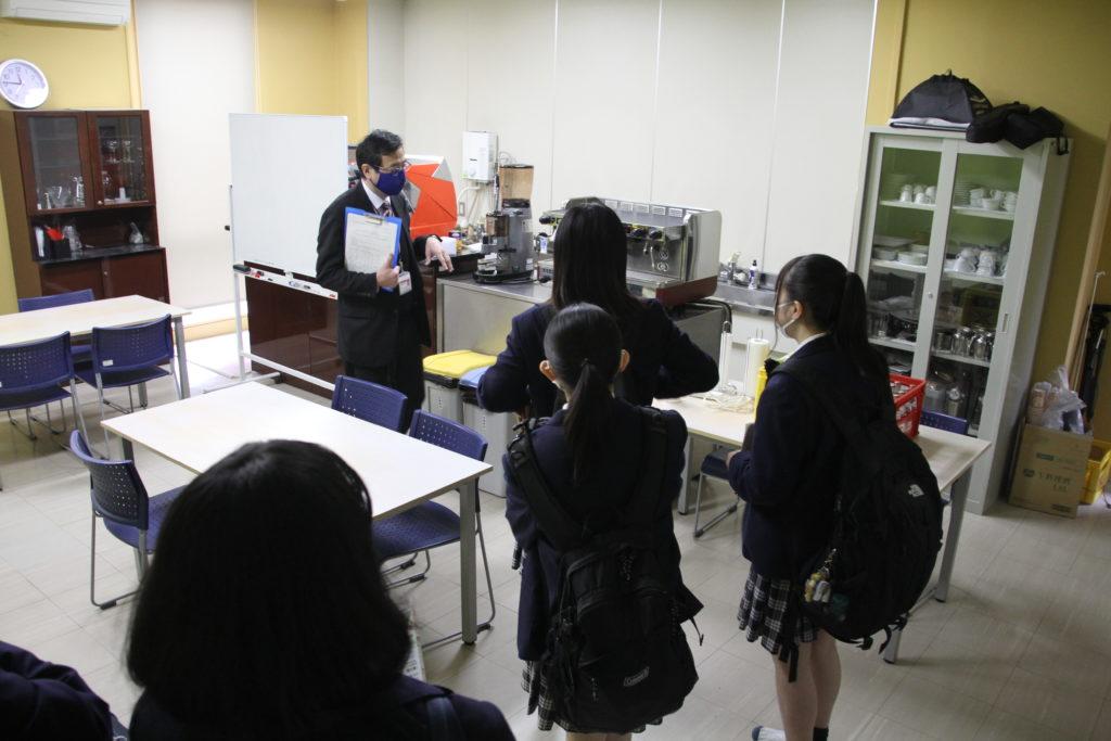 カフェ系の教室を見学、何とも言えないカフェのビターな香り