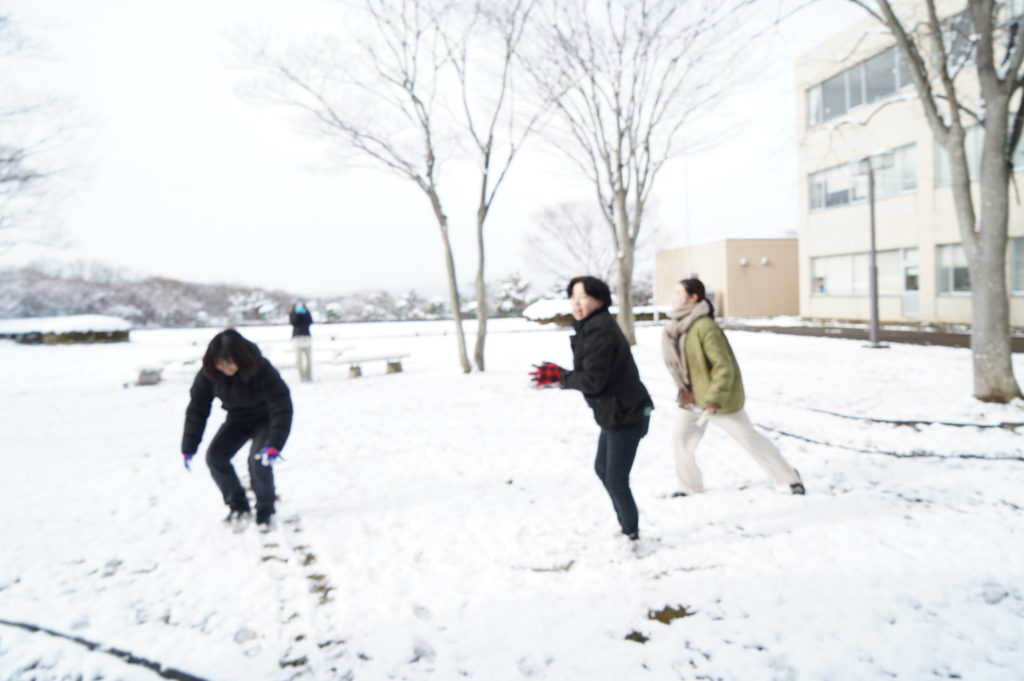 今度は雪合戦!