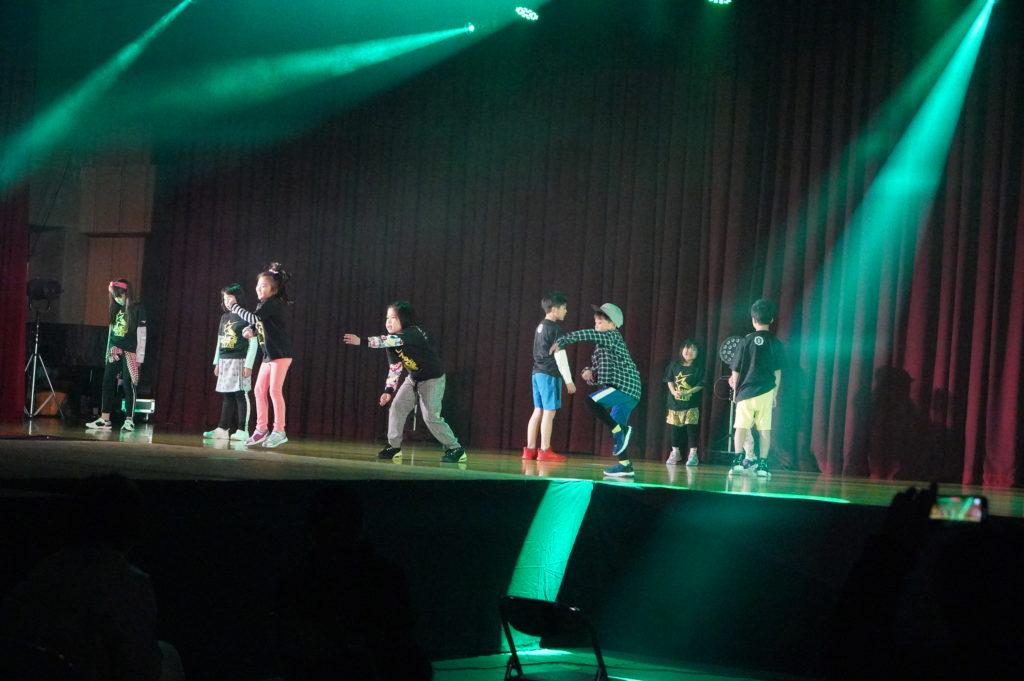 SEIWA DANCE CLUB&DANCE CLUB GO FOR IT!! 小さな子ども達も教えられた通りしっかりと踊りました。