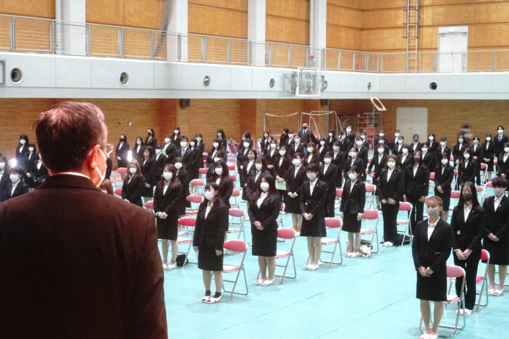 鳴海学長とともに礼拝