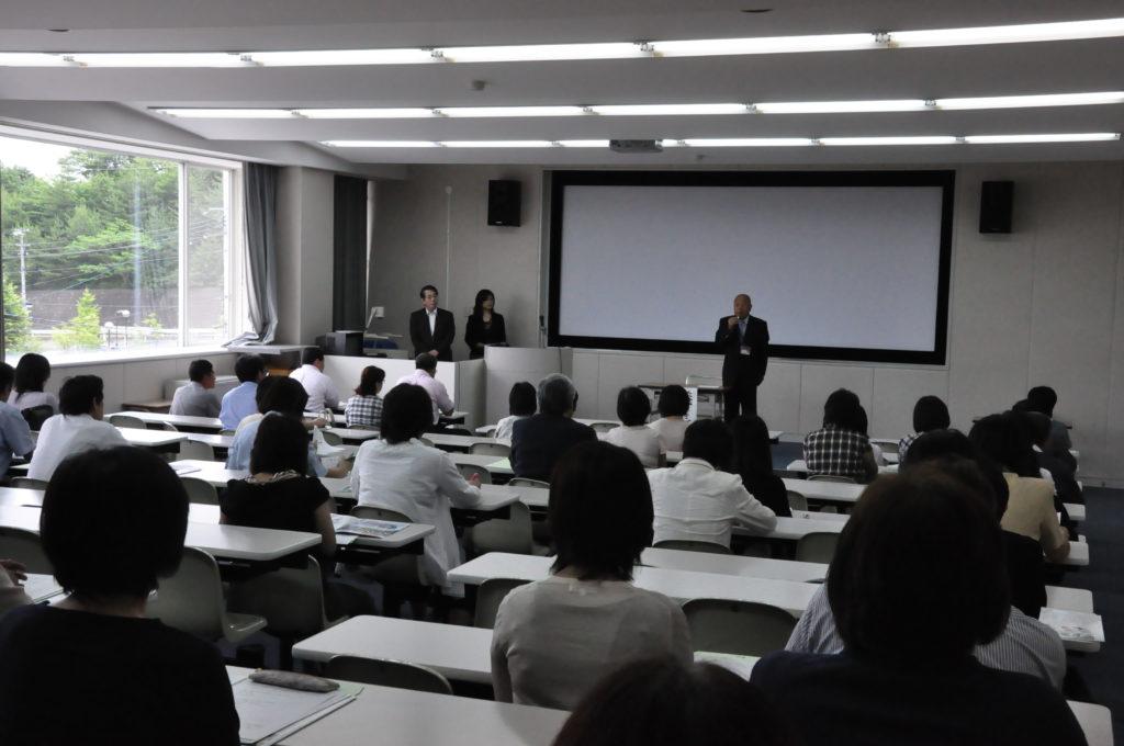 協和会総会で、亡くなった学生に哀悼の意を表するとともに、被災後の状況説明するなど鎌田文惠学長があいさつされました。 平成23/6/25