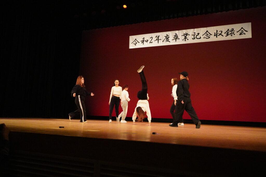 続くストリートダンス部PEEK-A-BOO!!Ⅱ、これも迫力のある踊り、すご技、大回転の技まで見せてくれました。
