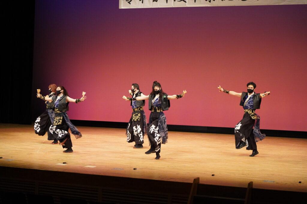 卒業生も3名入っている「神威」さんの「桃~信じた道を往け~」は、在校生を本当に励ましてくれる気迫と心のこもった踊りでした。