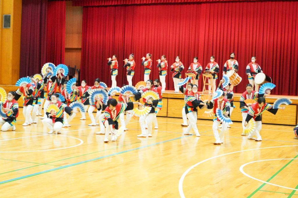お囃子隊の軽快な音に誘われ、踊りの方も軽快に!