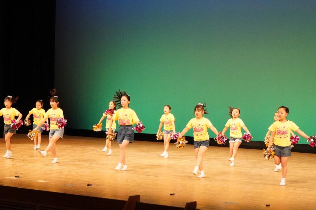午前中のPARTⅠは、子ども達のダンスクラブのリハと本番「HERO'S」の元気いっぱいの踊りから始まりました<br />