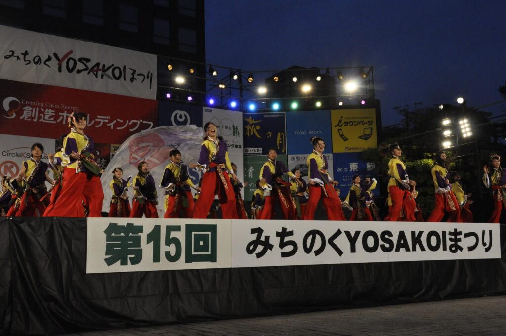 みちのくYOSAKOIまつり 仙台市民広場前の大舞台で力一杯、踊りの魅力を発揮しました。平成24年10月6日