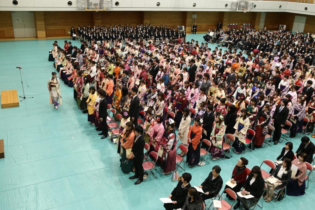 この年の卒業式から1年生による合唱隊も参加。厳かな雰囲気に卒業生も感激でした。平成28年3月18日<br />