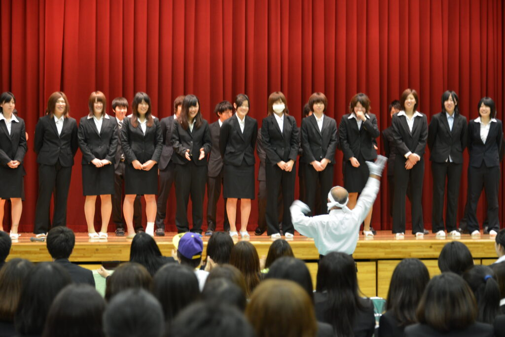 日本短期大学協会主催の全国私立短期大学体育大会出場者への壮行会。 平成25年7月2日