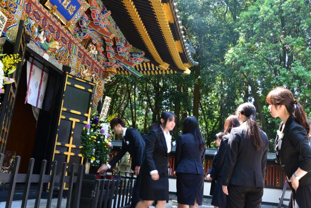 瑞鳳寺での座禅会の日に、瑞鳳殿で伊達政宗公410年忌が行われており仏教青年会委員の皆さんも献香。平成27年5月24日
