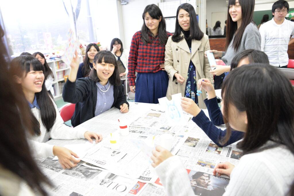大変だった保育実習の報告会がにぎやかに行われました。平成27年11月14日