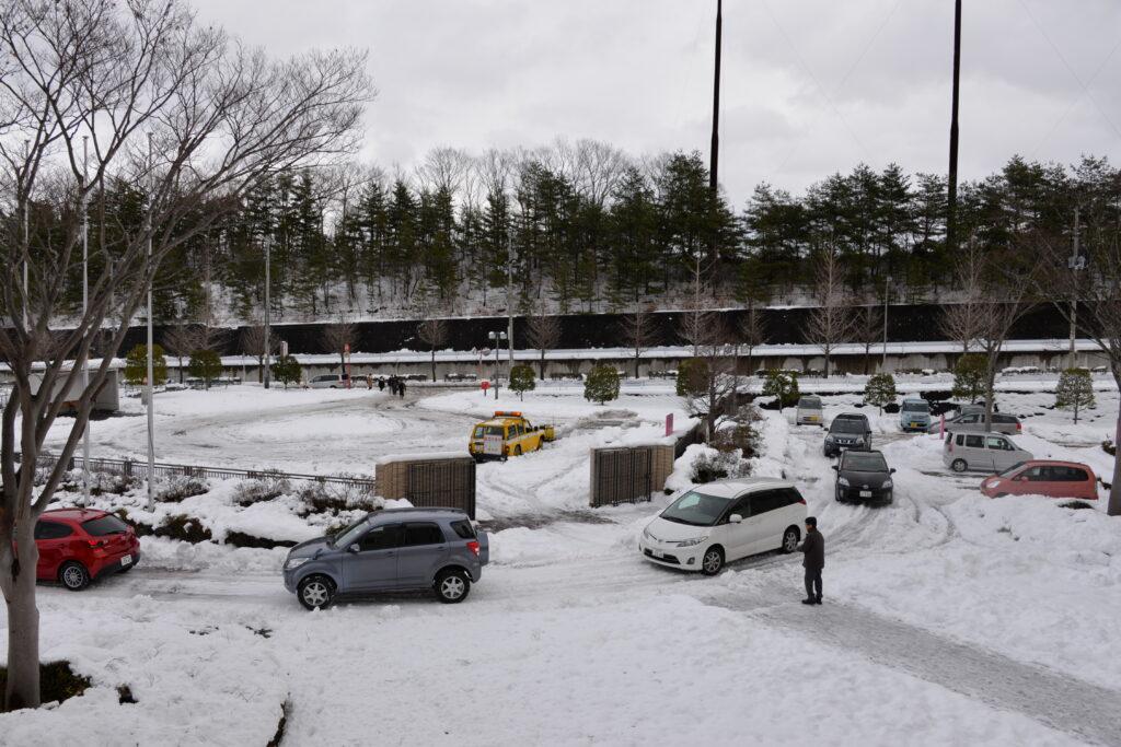 40㎝の大雪は、人力では排雪できず。除雪車を委託し排雪しました。平成28年1月19日
