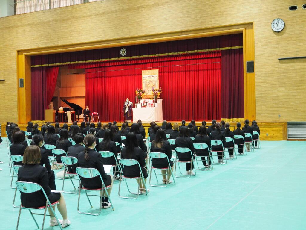 鎌田文惠学園長によるお釈迦様が亡くなられた時の模様などについて法話