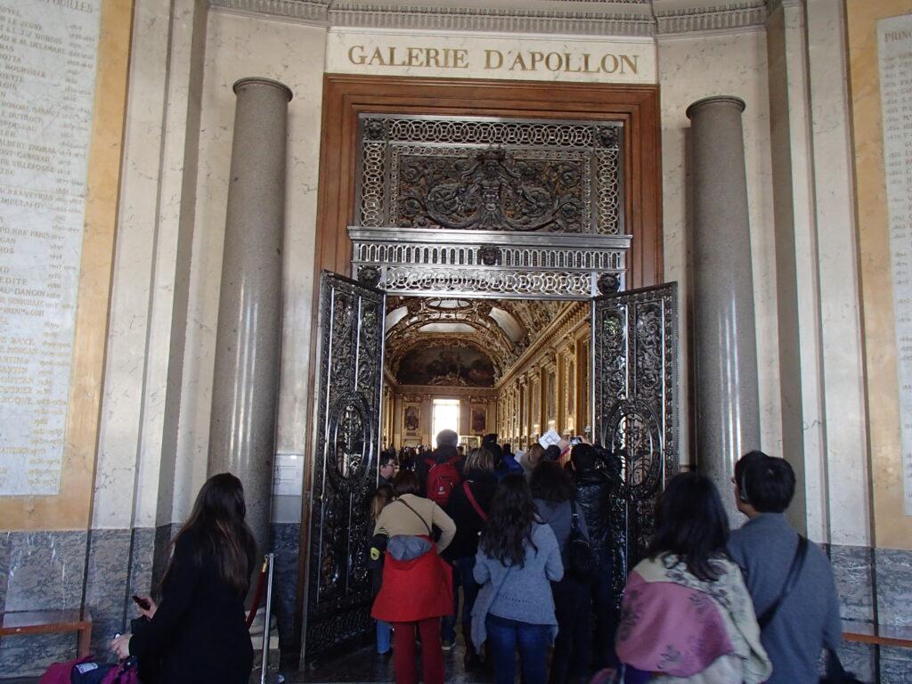 世界最高峰のルーブル博物館は、是非一度は行ってみたいところ。海外文化研修はパリでした。平成25年2月26~3月5日