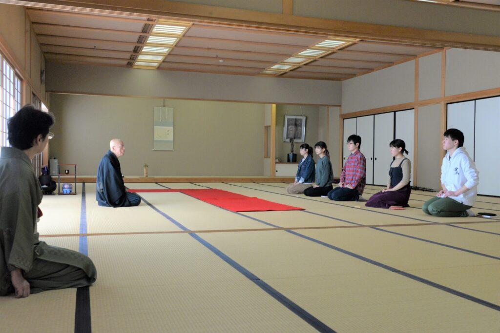鎌田学園長先生の初釜に対する思いが伝わり、お弟子さんの学生からも緊張が伝わってきます。令和2年1月25日