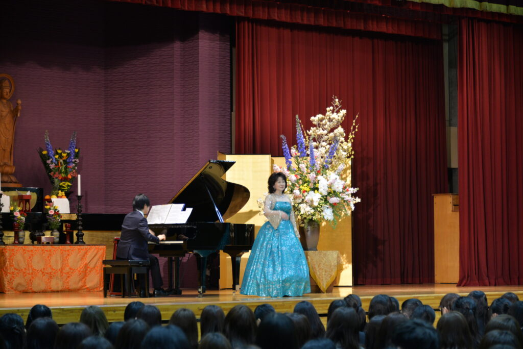入学式終了後に開催される記念式典は今年はピアノ演奏とオペラで華やかな式典となりました。平成31年4月2日