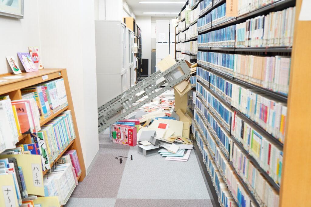図書館書庫の転倒や書籍の落下状況