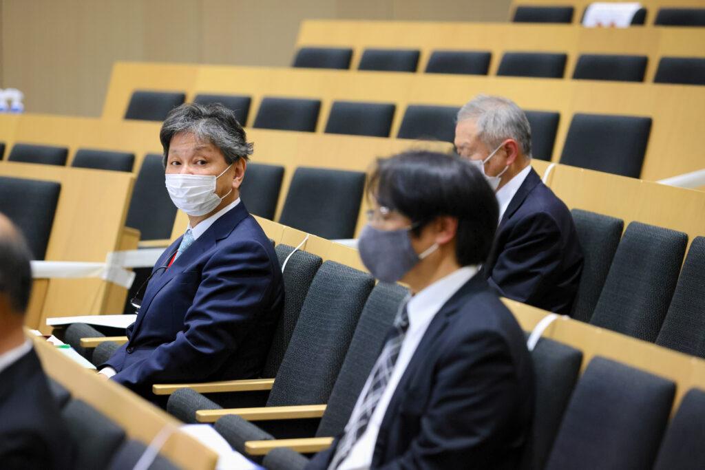 (左側)吉川和夫 本学学長