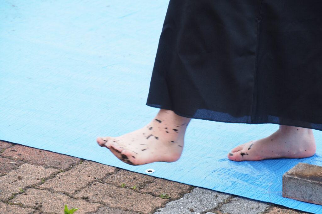 足には墨が飛び散っていました。ご苦労様でした。
